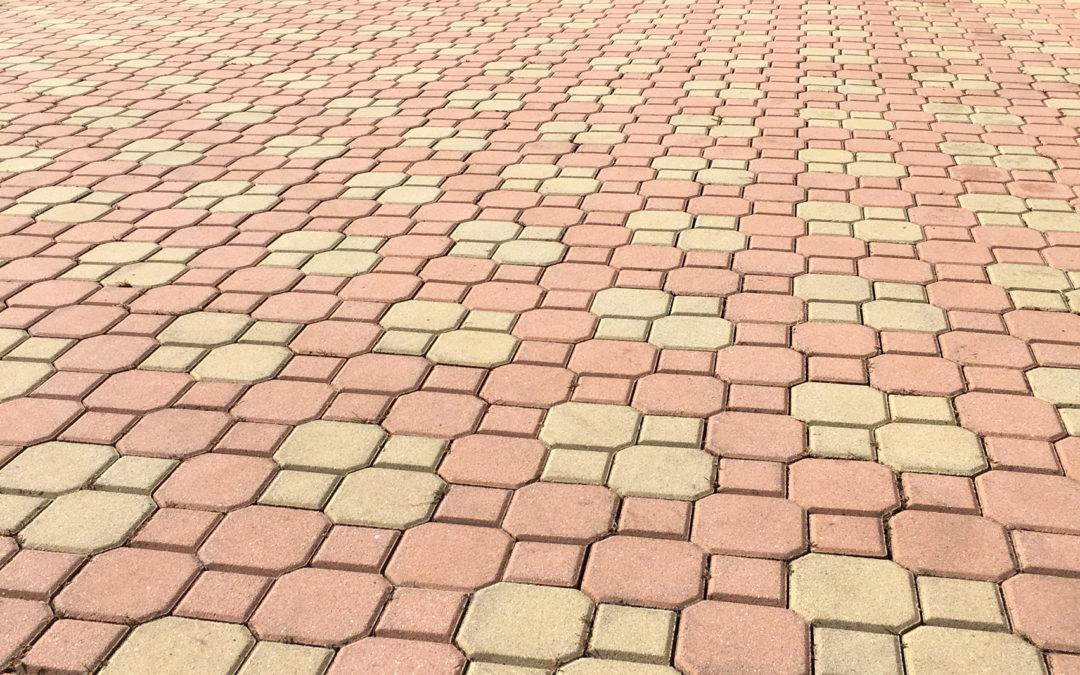 Čištění zámkové dlažby – RD v Chomutově