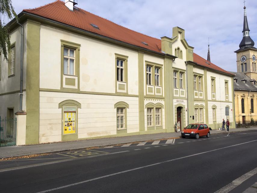 Čištění fasády a opravy soklů – Muzeum Žatec