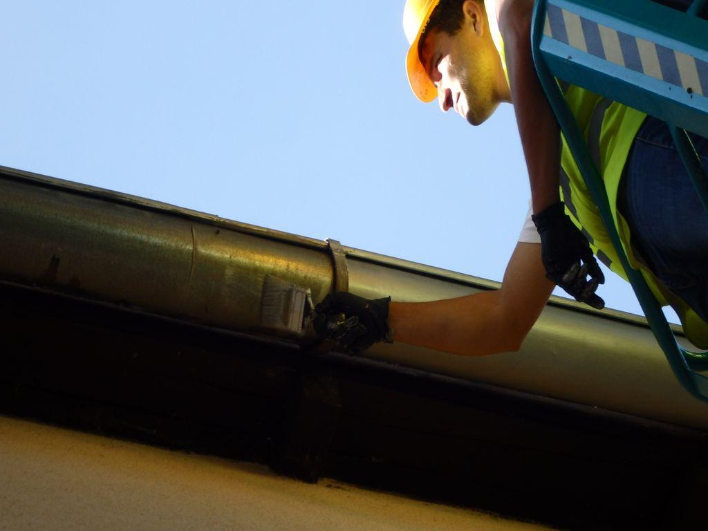 Čištění, nátěr a opravy okapových systémů